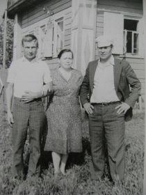 Невестка и двоюродные братья Александра Трофимовича: Виктор (1951г.р.), Аркадий (1930г.р.).