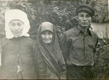С тещей и женой Ярмоновой Дарьей Васильевной