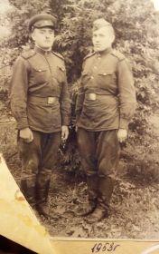 На фото: справа - сын Александр Наумович Маслов. Дата: 1953г.
