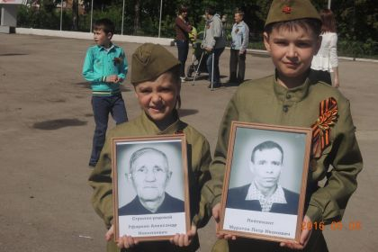"""Правнуки на шествии """"Бессмертного полка"""" в Ульяновске"""
