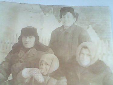 с женой Александрой,сыном Василием и дочерью Любой