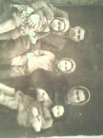 с дочерью Ниной, в центре дочь Вера,жена Александра с сыном Сашей