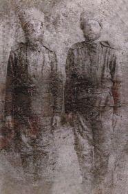 На фото стоит справа: Шулаков Василий - отец Михаила Васильевича, Артемия Васильевича и Екатерины Васильевны (фото примерно с 1914-18г.г.)  Из семейного архива. Публикуется впервые.