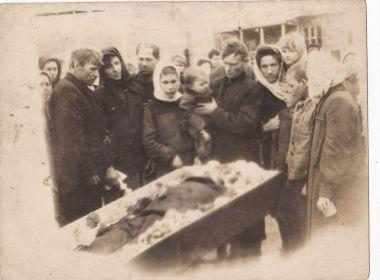 Похороны Ветерана в Унгуне(Лазорево) родственники и товарищи.