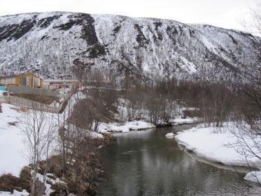место казни расстрел Гестаповцами в марте-апреле 1944 г., на спуске к реке Тромэльва, Северная Норвегия.