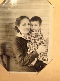 Жена Блажена Николаевна с дочерью Наталией Александровной