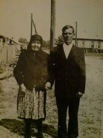 Жена Шашурина Фёкла Ивановна с сыном Петром