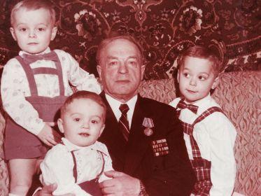 С внуками 1986 год