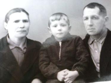 С женой и сыном Андреем