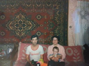 Крыловы, сын Анатолий с женой Людмилой и дочь Елена.