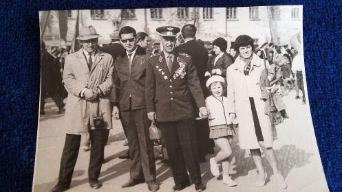 Ташкент, 1967(?) справа дочь Леонора, внучка Эля, Юрков П.К., зять Геннадий, (?)