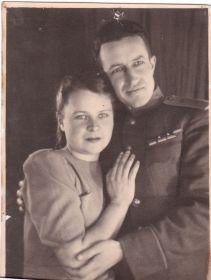 Любимым мамочке,Жене и маленьким дочуркам от любящих вас Пети и Веры. Москва. 05.04.1945