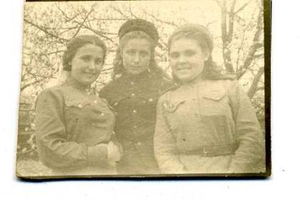 6 мая 1944 год Кривой Рог, моя бабушка в центре фото.