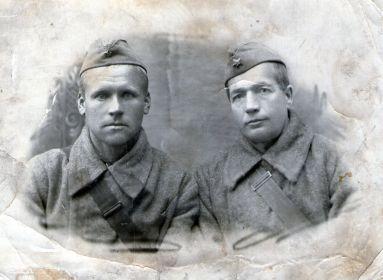 Лисой Яков Сергеевич (справа)