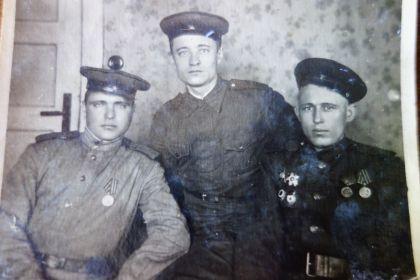 Мой дедушка в центре.