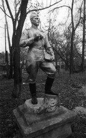 Кокорин Максим Гавриилович (1904-29.11.41г.г.) красноармеец, рядовой 855 арт.полка дальнобойной артиллерии (троюродный брат)