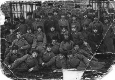 Малыгин В.А. в рядах Красной Армии Поставиабаза №1 1919 г.(3 сидящий справа)
