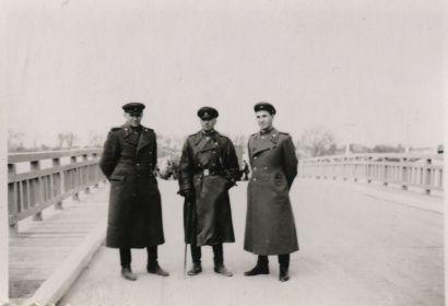 Венгрия. 1945 г. Малыгин В.А. в центре с сослуживцами