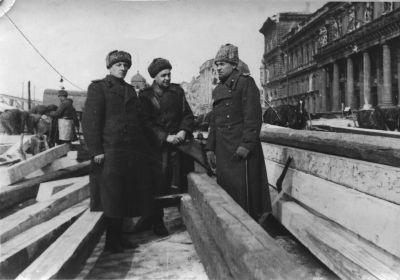 Малыгин В.А. с сослуживцами на восстановлении моста через Дунай 1945