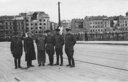 Венгрия. На восстановленном мосту через Дунай. 1945.