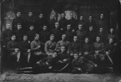 Малыгин В.А. (в сер. с бородкой) Кронштадт 25-29 г. Отдельный стрелковый полк