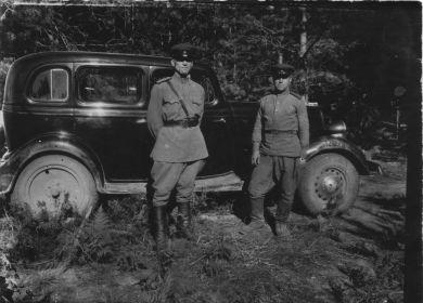 Малыгин В.А. со своим шофером 40- ые гг.