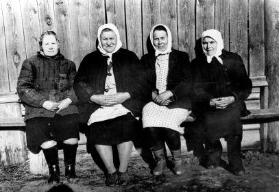 Жители деревни Чусовитиной