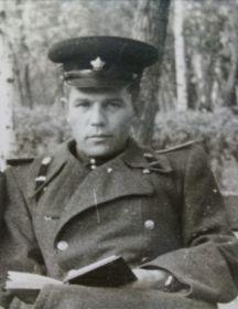 Служил вместе с отцом в г. Галле, Германия