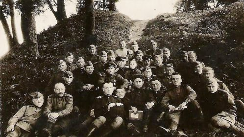 С первой ротой автобатальона в/ч 29877 (третий справа)  г.Городок, 25 апреля 1945г., парк культуры и отдыха