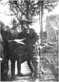 Зайцев Михаил Иванович (справа, Карельский фронт)