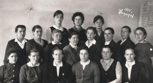 Коллектив учителей Ницинской восьмилетней школы.