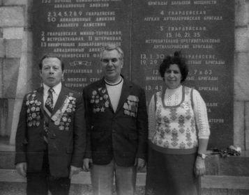 Яков Петрович Розенцвейг (слева)