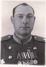 Герой Советского Союза, гв. генерал-майор Шугаев Василий Минаевич (1905–1976). В 1945 г. командир 47-ой гв. стрелковой Нижнеднепровской дивизии 8-ой гв. армии 1-го Белорусского фронта.