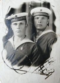 Столбин Николай Игнатьевич (справа) 23.03.1946 г. Далянь