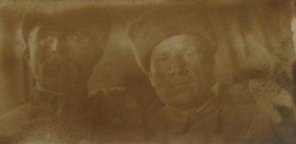Ординарец (справа) - Николай Васильевич