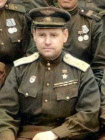 Гетьман Семеном Григорьевичем- командир 230 штурмовой авиадивизии