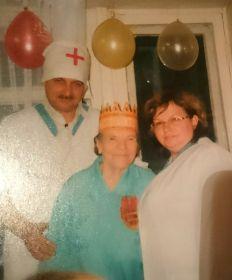 Бабушке 90 лет.