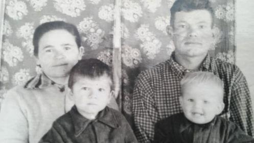 Сын Николай с женой Марией и сыновьями Витей и Колей