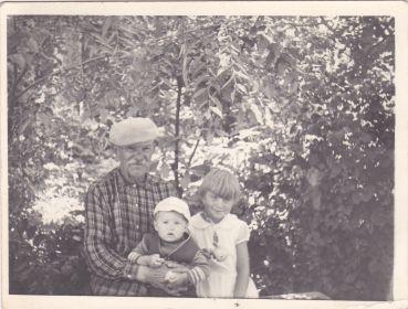 Филиппов Сергей Антонович с внуками