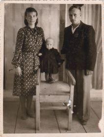 Дочь, Валентина Сергеевна, с сыном и мужем