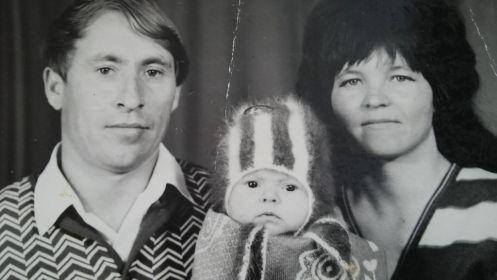 Внучка Людмила Захарова с мужем Анатолием и дочерью, дочь дочери Зинаиды