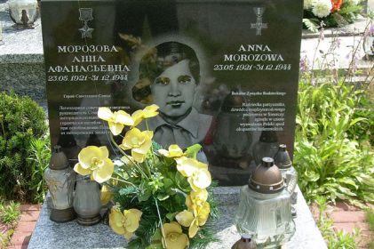 Могила Анны Морозовой в польском селе Градзаново-Костелное