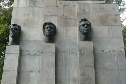 Памятник советско-польско-чехословацкому подполью в посёлке Сеща