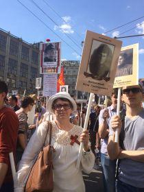 9 мая 2016 года. Внучка Надежда на Красной площади Москвы