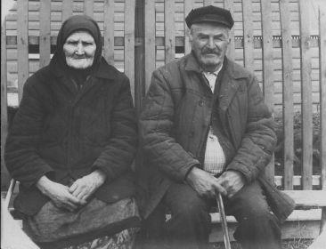 Слева мама Дельнова Ефросинья Андреевна