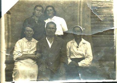 ВВерху слева Дельнова Александра, сестра