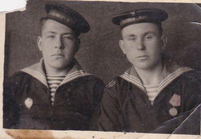 На фото Дельнов С.И. слева, а справа его земляк(мой дядя) Кухтанов В.И.