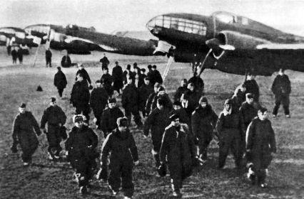 Экипажи Ил-4 после полётов