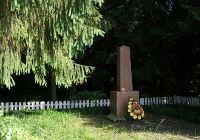 Братская могила, в которой захоронен мой прадед, Мельниченко Иван Нестерович, 1907г.р., с.Зосимовка, Житомирская область, Украина.