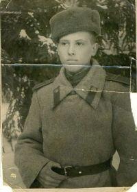 1943г. пос. Монино. Деду 16 лет